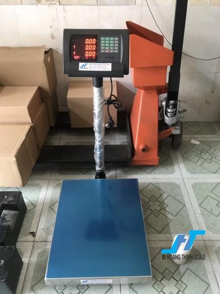 Cân bàn điện tử tính giá A15 150kg cân chuyên dùng cho cân siêu thị bán hàng được Cân Hoàng Thịnh cung cấp chính hãng chất lượng. Liên hệ 0966.105.408 để được giảm giá ngay 10%