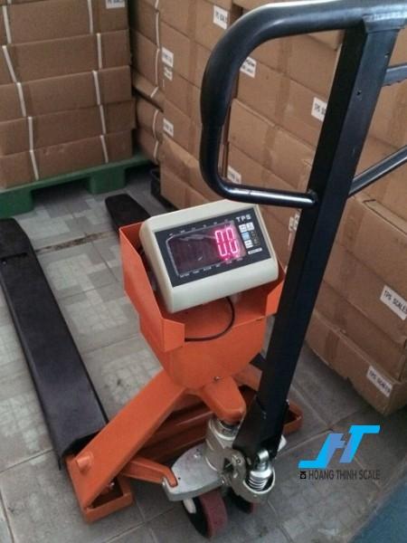 Cân điện tử xe nâng TPSDH 2 tấn được Cân Hoàng Thịnh cung cấp mẫu cân xe nâng tay pallet 2000kg chất lượng cao chính hãng. Liên hệ 0966.105.408 để được giảm giá 10%