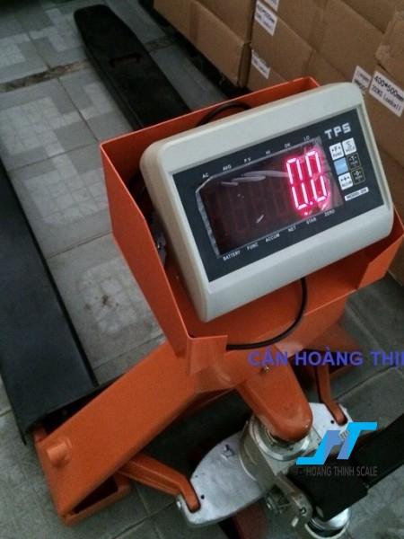 Cân điện tử xe nâng TPSDH 1.5 tấn được Cân Hoàng Thịnh cung cấp mẫu cân xe nâng tay pallet 1500kg chất lượng cao chính hãng. Liên hệ 0966.105.408 để được giảm giá 10%