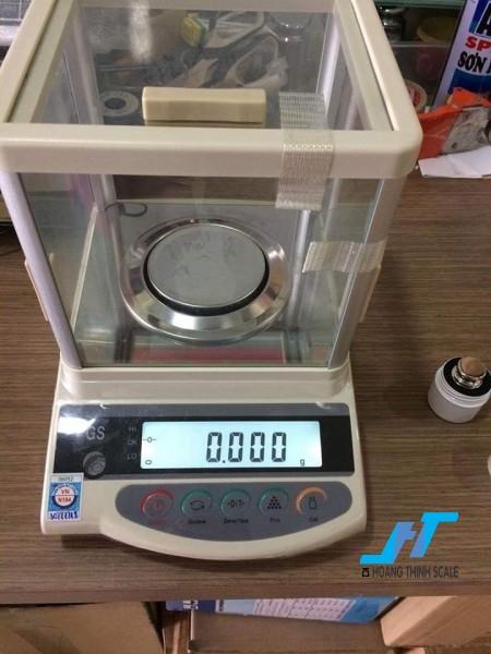 Cân điện tử phân tích shinko gs 200g là cân dùng trong phòng thí nghiêm ,cân đo độ mủ cao su, cân định lượng, cân đếm mẫu, đặt biệt cân sử dụng trong ngành vàng