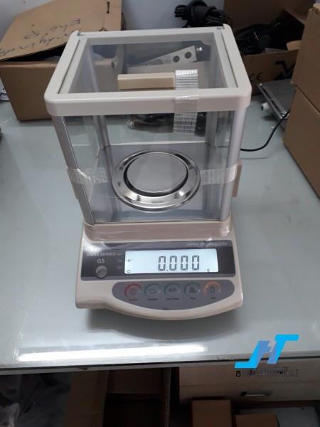 Cân điện tử phân tích shinko gs 300g là cân dùng trong phòng thí nghiêm ,cân đo độ mủ cao su, cân định lượng, cân đếm mẫu, đặt biệt cân sử dụng trong ngành vàng