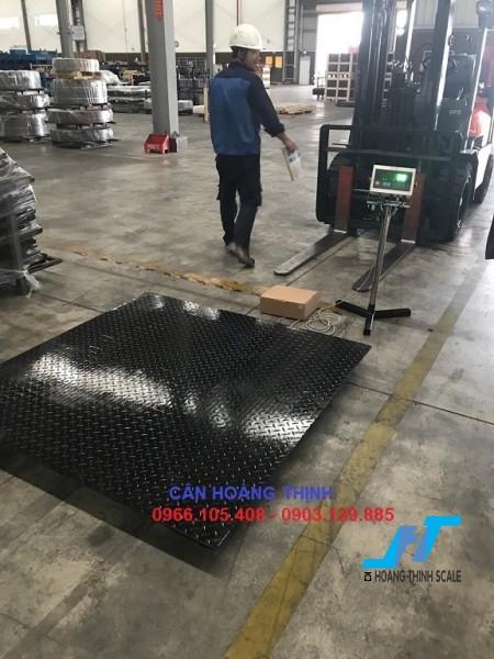 Cân sàn điện tử DI28SS 5 tấn được Cân Hoàng Thịnh cung cấp chính hãng chất lượng cao, với đầy đủ các kích thước và giao hàng miễn phí tận nơi. Liên hệ 0966.105.408 giảm giá 10%