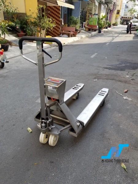 Cân điện tử xe nâng INOX 3 tấn được Cân Hoàng Thịnh cung cấp mẫu cân xe nâng tay pallet 3000kg chất lượng cao chính hãng. Liên hệ 0966.105.408 để được giảm giá 10%