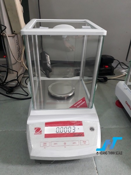 Cân điện tử phân tích Ohaus PA 220G - 0.0001G được thiết kế cho các công việc phân tích trọng lượng cơ bản trong phòng thí nghiệm, được thiết kế dành riêng cho cân ngành vàng