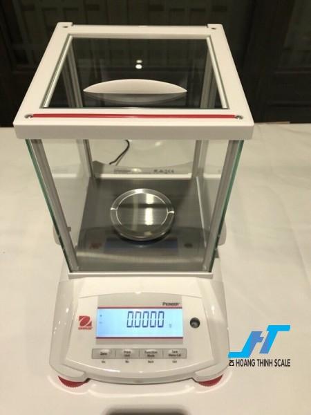 Cân điện tử phân tích Ohaus PX 220g - 0.0001g được thiết kế cho các công việc phân tích trọng lượng cơ bản trong phòng thí nghiệm, được thiết kế dành riêng cho cân ngành vàng