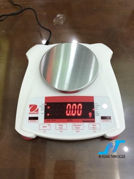 Cân điện tử kỹ thuật Ohaus NV 210g - 0.01 là mẫu cân được sử dụng trong phòng thí nghiệm, cân trọng lượng các mẫu vật nhỏ