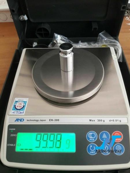 Cân điện tử kỹ thuật AND EK 300g - 0.01g là mẫu cân được sử dụng trong phòng thí nghiệm, cân trọng lượng các mẫu vật nhỏ