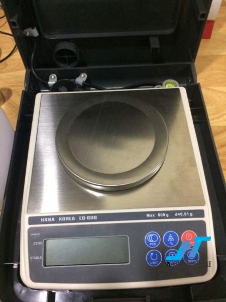 Cân điện tử kỹ thuật AND EK 600g - 0.01g là mẫu cân được sử dụng trong phòng thí nghiệm, cân trọng lượng các mẫu vật nhỏ