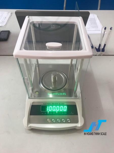 Cân điện tử phân tích KD-HBE 300g - 0.001g được thiết kế cho các công việc phân tích trọng lượng cơ bản trong phòng thí nghiệm, được thiết kế dành riêng cho cân ngành vàng