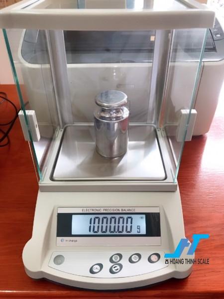 Cân điện tử kỹ thuật KD-BN 3100g - 0.01g là dòng cân được thiết kế nhỏ gọn phù hợp cho các phòng thí nghiệm, cân đo độ cao su, cân ngành vàng, cân định lượng giá trị nhỏ.