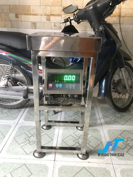Cân điện tử ghế thủy sản 100kg là cân chuyên dùng cho cân thủy hải sản được Cân Hoàng Thịnh cung cấp hàng chất lượng cao. Liên hệ 0966.105.408 giảm giá ngay 10%
