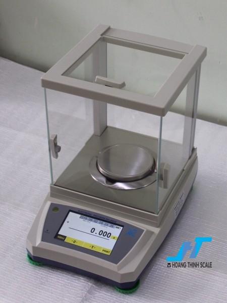 Cân phân tích kỹ thuật VMC 200g - 0.001g là dòng cân cảm ứng cao cấp được dùng để cân trong phòng thí nghiệm, cân ngành vàng