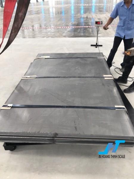 Cân sàn điện tử TPSDH 5 tấn được Cân Hoàng Thịnh cung cấp chính hãng chất lượng cao, với đầy đủ các kích thước và giao hàng miễn phí tận nơi. Liên hệ 0966.105.408 giảm giá 10%