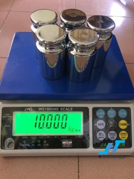 Cân điện tử JWL 15kg được Cân Hoàng Thịnh cung cấp hàng chính hãng chất lượng cao, giao hàng miễn phí tận nơi. Liên hệ 0966.105.408 để được giảm giá ngay 10%
