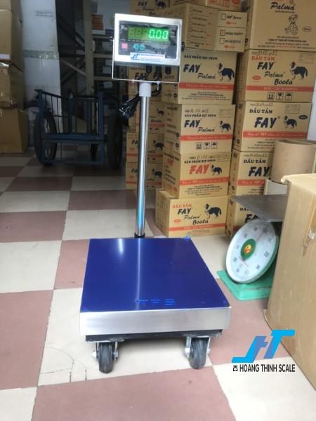 Cân bàn bánh xe đẩy 150kg được Cân Hoàng Thịnh cung cấp hàng chất lượng cao chính hãng, báo giá cân bàn bánh xe 150kg giá rẻ liên hệ 0966.105.408 để được giảm giá ngay 10%