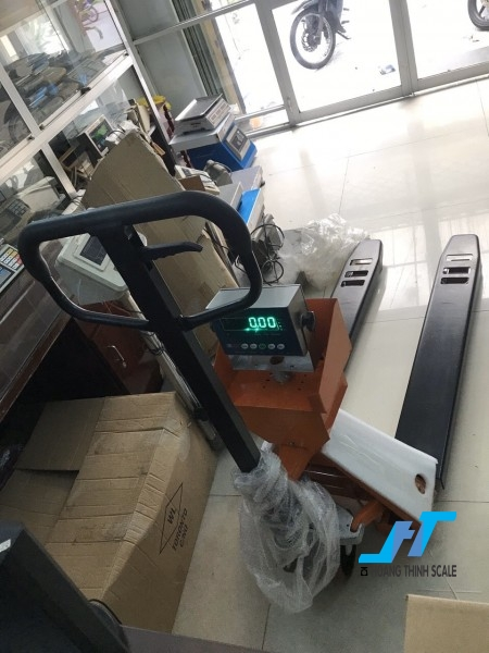 Cân điện tử xe nâng amcell 2 tấn được Cân Hoàng Thịnh cung cấp mẫu cân xe nâng tay pallet 2 tấn chất lượng cao chính hãng. Liên hệ 0966.105.408 để được giảm giá 10%