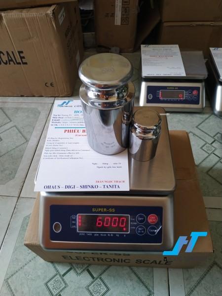 Cân điện tử thủy sản SUPER SS 6kg là cân chuyên dùng cho cân thủy hải sản được Cân Hoàng Thịnh cung cấp hàng chất lượng cao. Liên hệ 0966.105.408 giảm giá ngay 10%