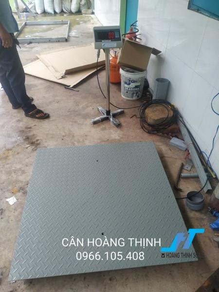 Cân sàn điện tử tpsdh 2 tấn được Cân Hoàng Thịnh cung cấp chính hãng chất lượng cao, với đầy đủ các kích thước và giao hàng miễn phí tận nơi. Liên hệ 0966.105.408