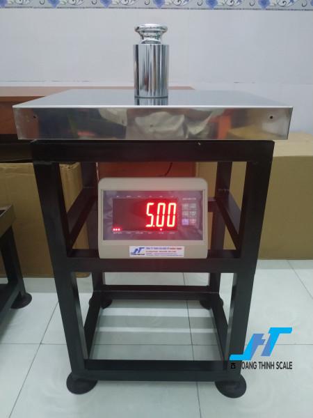 Cân vải điện tử được Cân Hoàng Thịnh cung cấp mẫu cân vải cây cân vải ký với mức cân 100kg 200kg 300kg 500kg chất lượng chính hãng gọi 0966.105.408